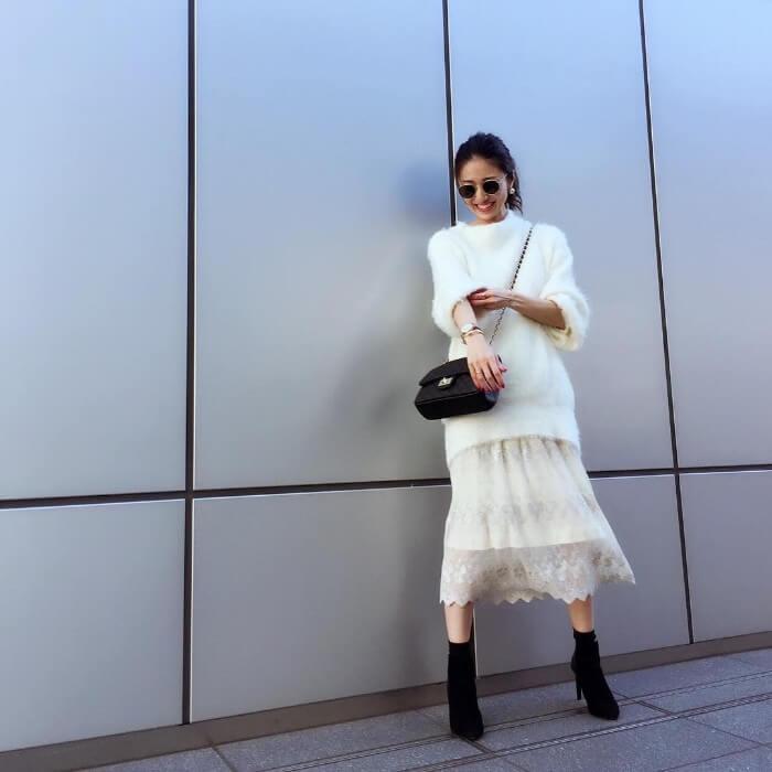 ニット×透けスカートのホワイトワントーンコーデ画像