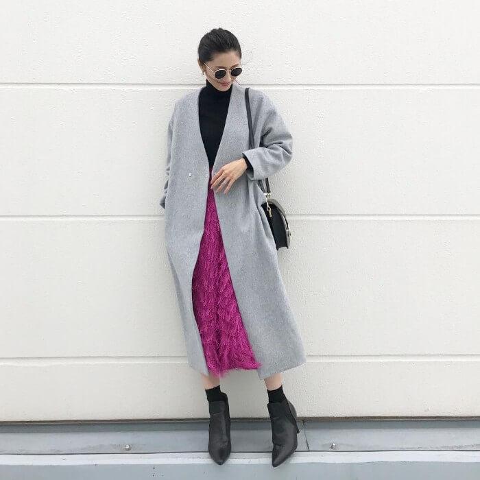 ミモレ丈フレアスカート×ロングガウンコートのコーデ画像