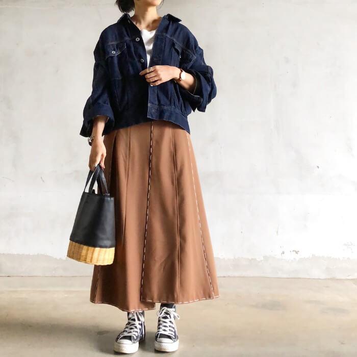 デニムGジャン×茶色ロングスカートのコーデ画像