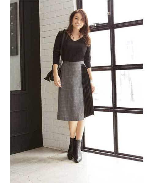 グレーチェックのプリーツポイントスカートのコーデ画像