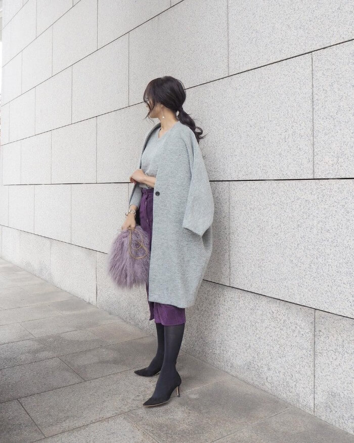 黒ロングスカート×黒タイツのオールブラックコーデのコーデ画像