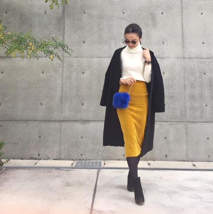 山吹色スカート×ブルーの上級カラーコーデ画像