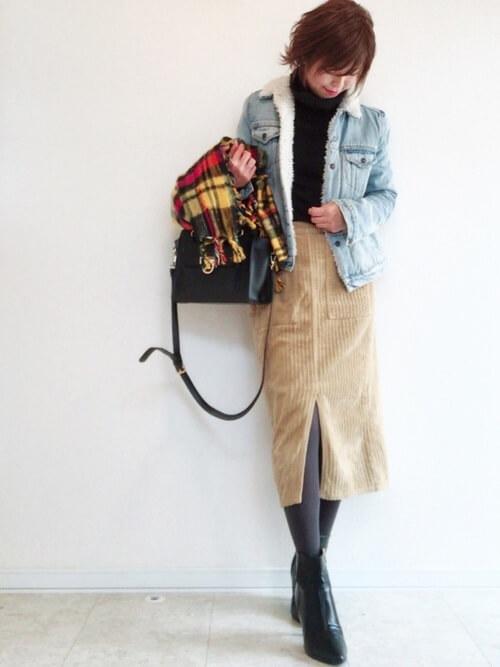 コーデュロイタイトスカートと合わせたコーデ画像
