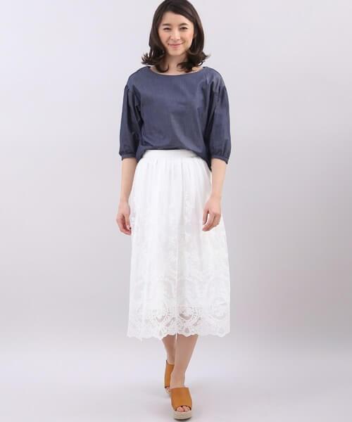 白のチュールスカートのコーデ画像