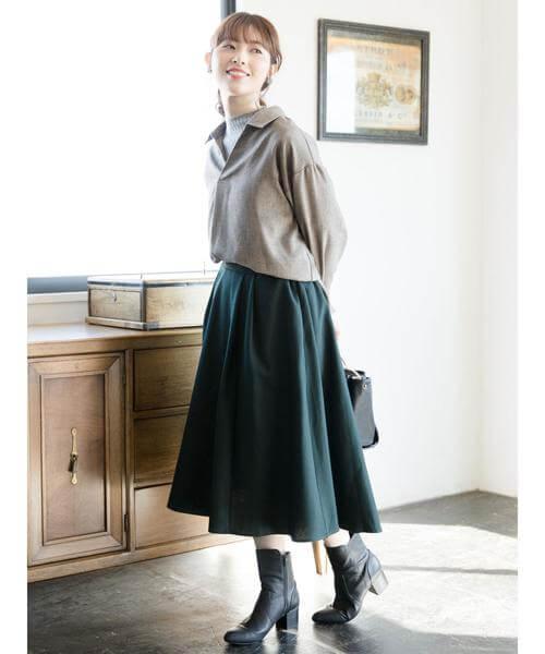 グレンチェックシャツ×グリーンフレアスカートのコーデ画像