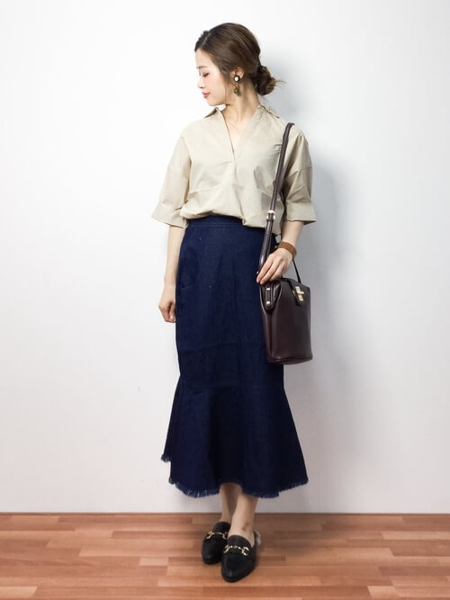 開襟シャツ×デニムマーメイドスカートのコーデ画像