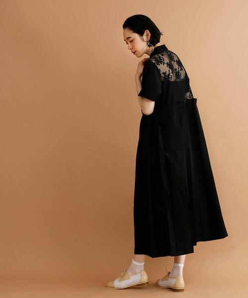 バックレース黒ドレスのコーデ画像