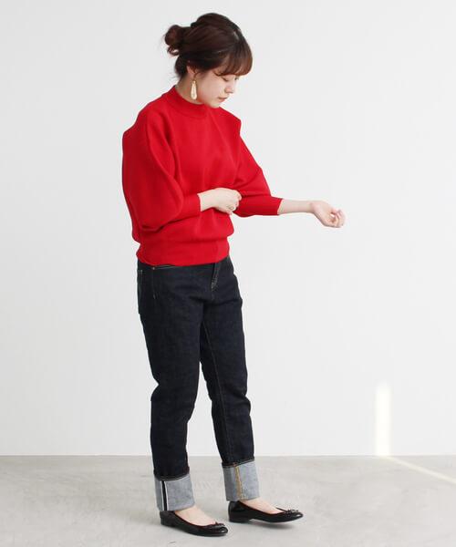 赤ミラノリブモックネックセーター×デニム