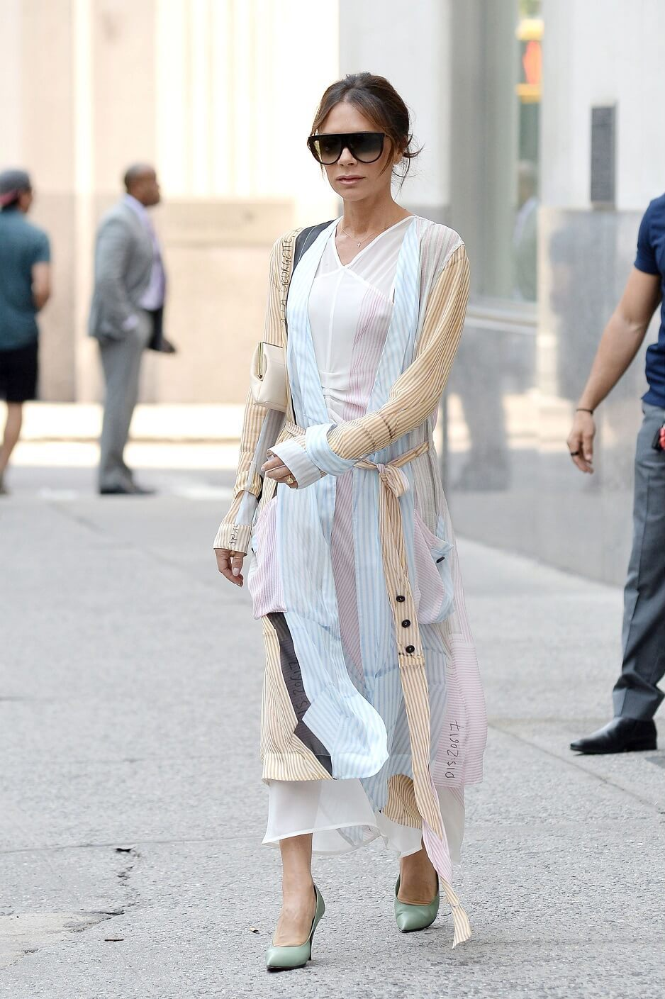 ヴィクトリア・ベッカムの私服ファッション写真(ワンピース)