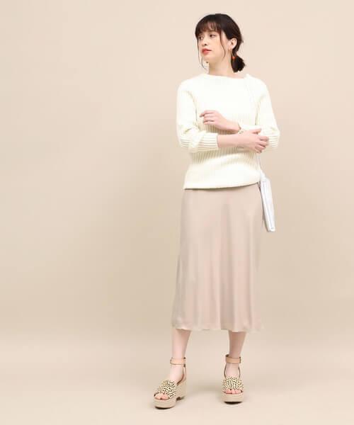 ニット×ピンクベージュマーメイドスカートのコーデ画像