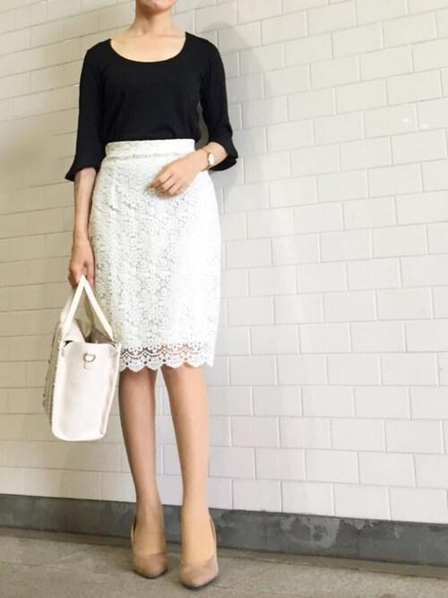 白レーススカート×美シルエットコーデのコーデ画像