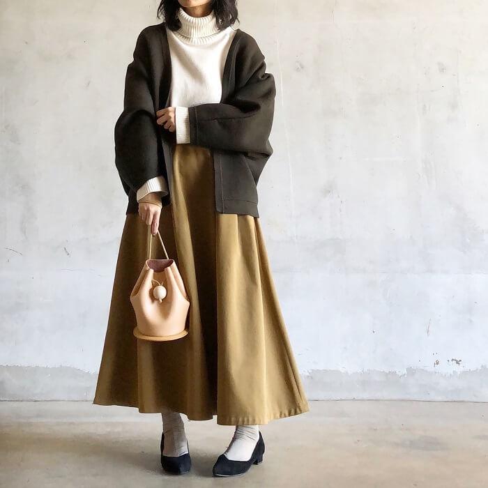 ロングフレアスカート×ショートガウンコートのコーデ画像