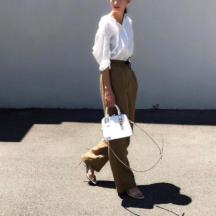 リネン白シャツ×リネンパンツのコーデ画像