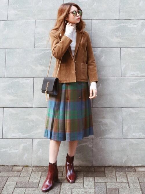 茶色ジャケット×チェックプリーツスカートのコーデ画像