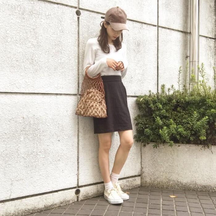 スニーカーと白靴下のコーデ画像