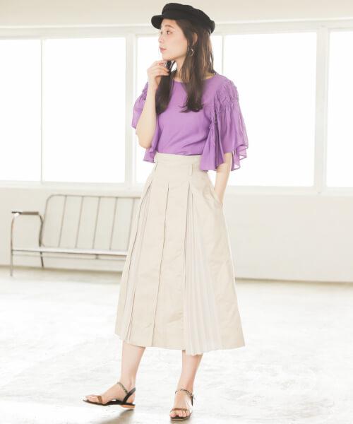 パープルトップス×プリーツボックススカートのコーデ画像