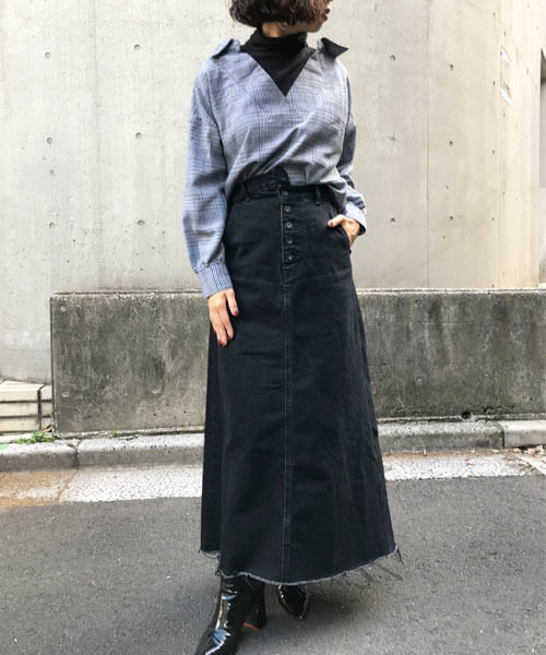 グレンチェックシャツ×黒ロングタイトスカートのコーデ画像