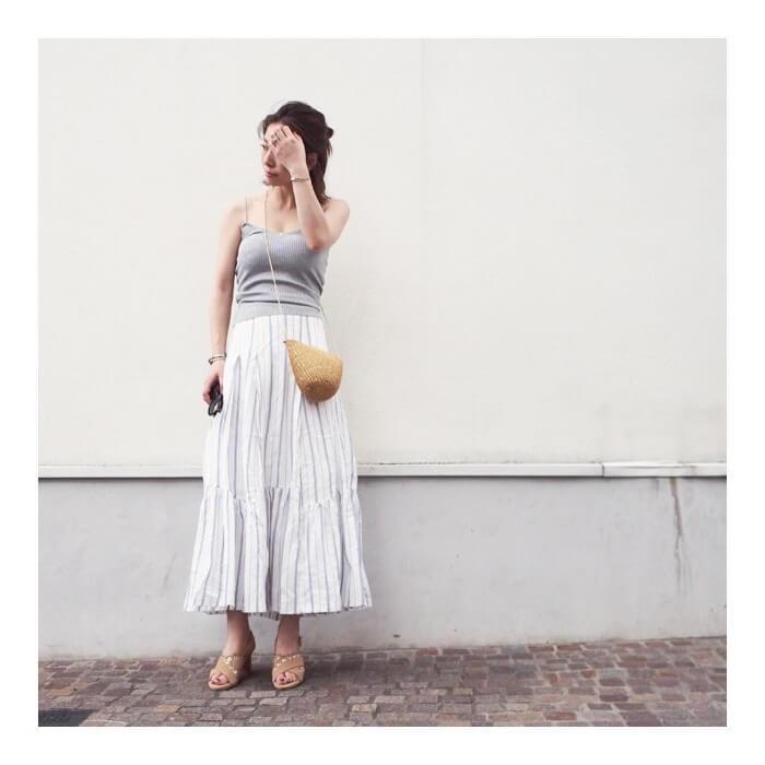 キャミソール×フレアスカートのコーデ画像