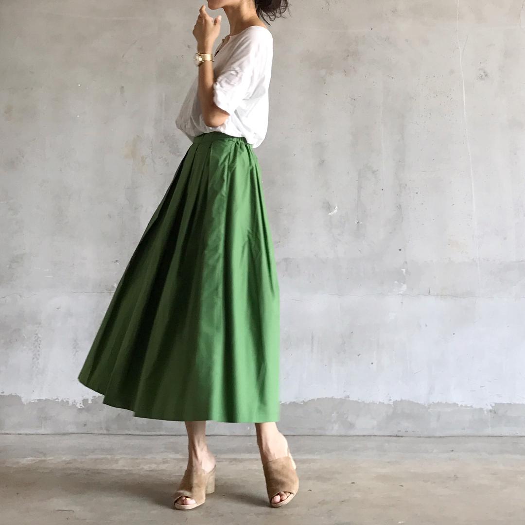 ロング丈スカートは足首だけ覗いて細見えさせるアラサーファッション画像