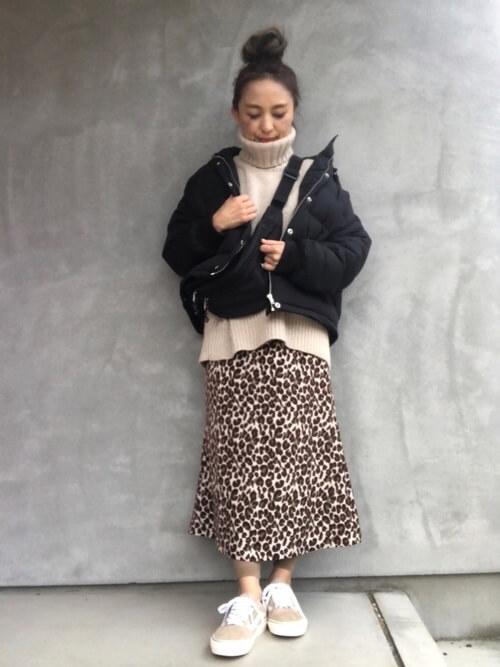 レオパード柄スカート×リブレギンスのコーデ画像