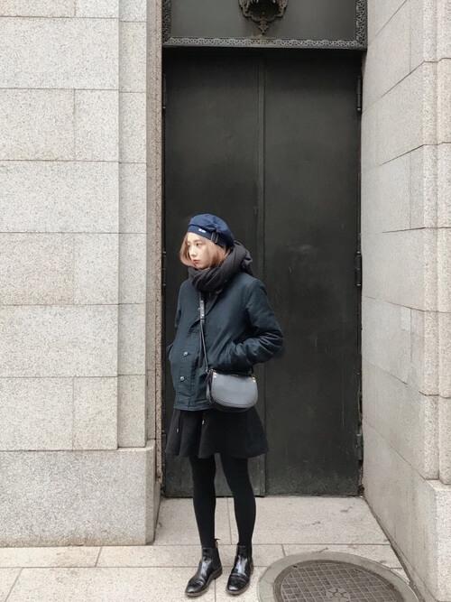 ショート丈コート×ベレー帽のコーデ画像