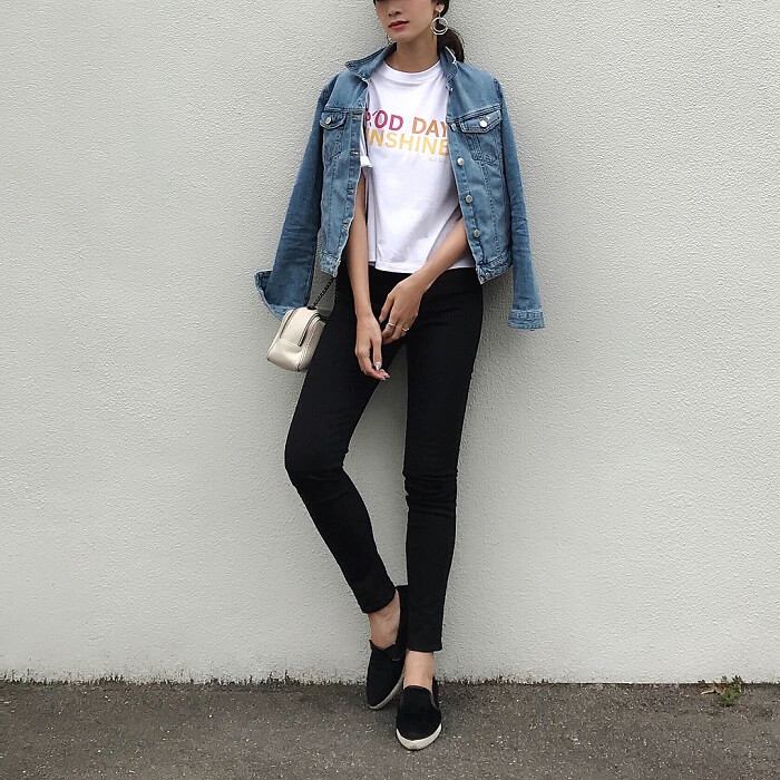 「半袖×デニムジャケット」気温別の半袖コーデ画像