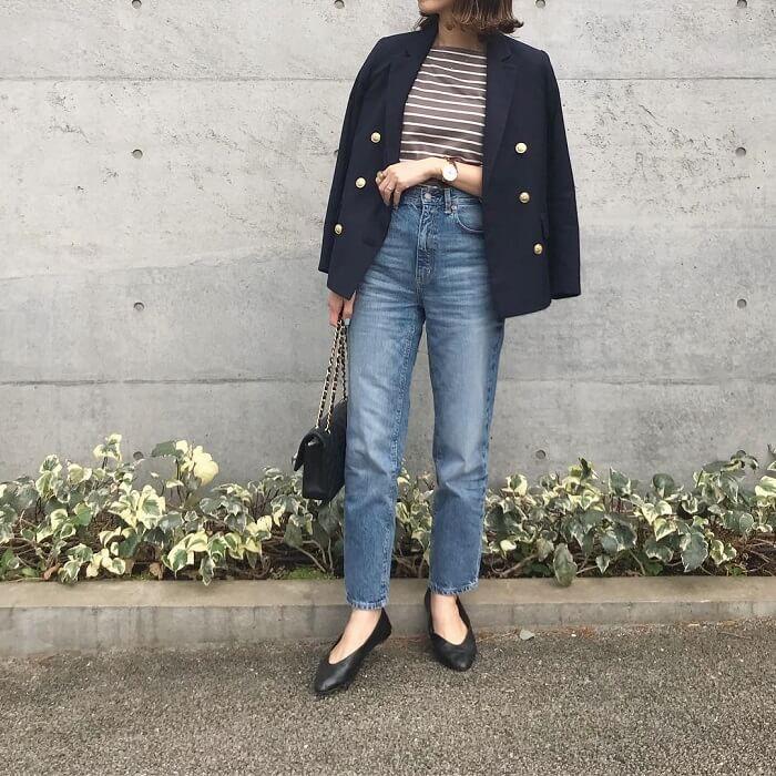 紺ブレ×デニムパンツのコーデ画像