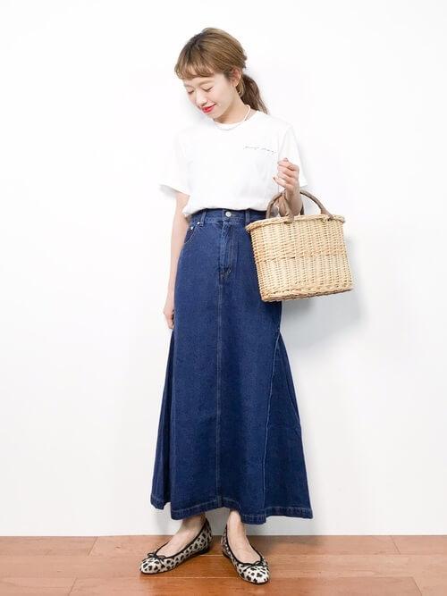 白Tシャツ×デニムマーメイドスカートのコーデ画像