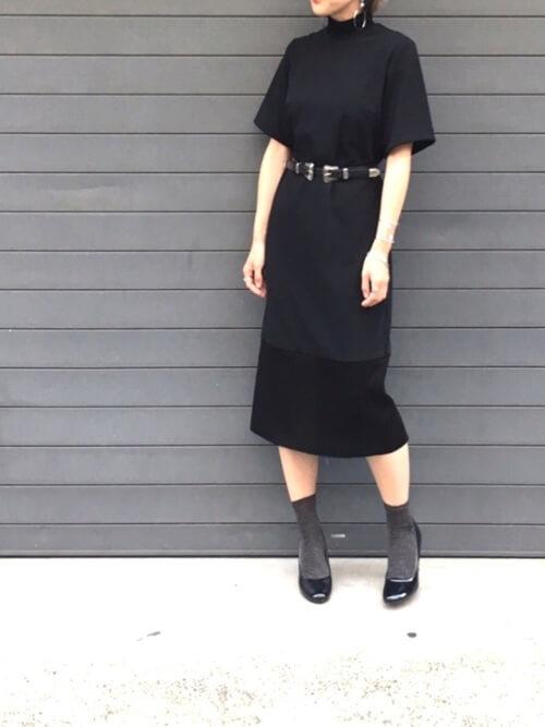 Iラインドレス×ベルトのコーデ画像
