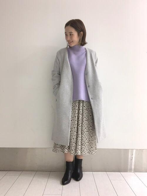 レオパード柄スカート×ラベンダーニットのコーデ画像