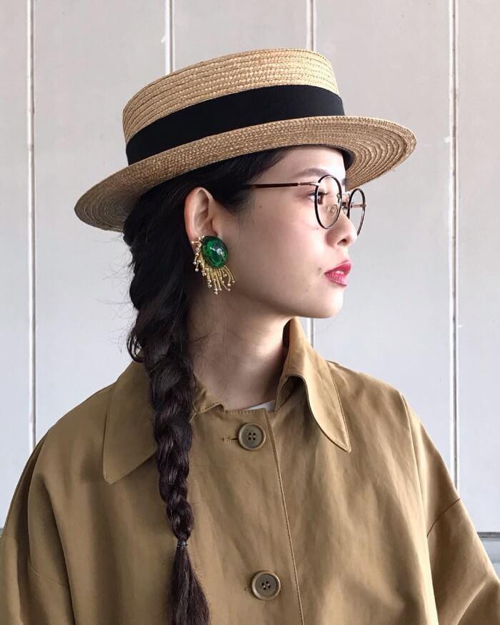カンカン帽のかぶり方の画像