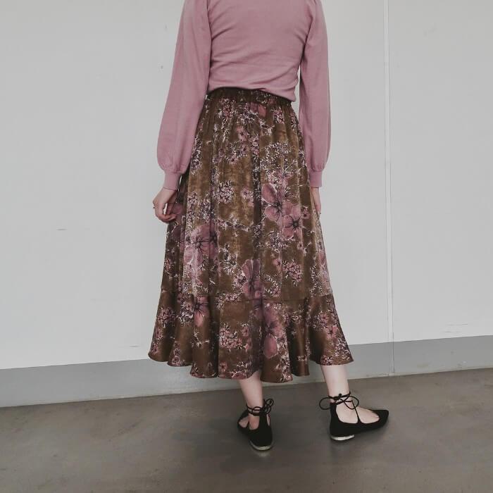ピンク系花柄フレアスカートのコーデ画像