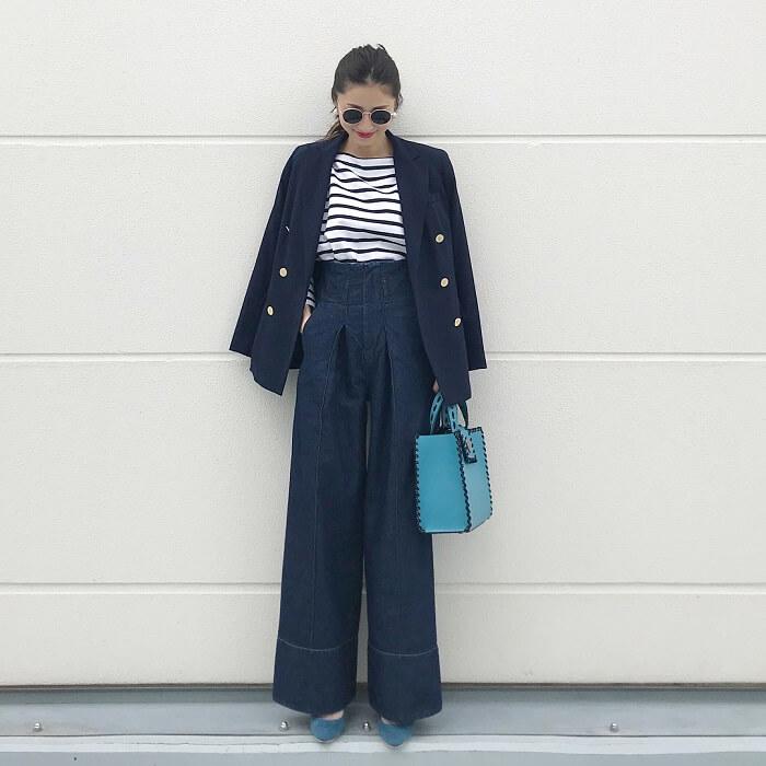 紺テーラードジャケット×デニムワイドパンツのコーデ画像