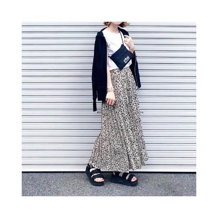 レオパード柄ロングスカートのスポーツMIXコーデの画像