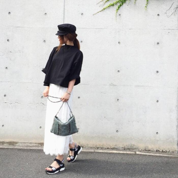 黒×白レーススカートのコーデ画像