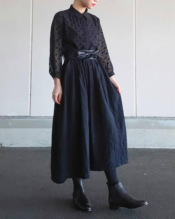 黒ドットシャツのコーデ画像
