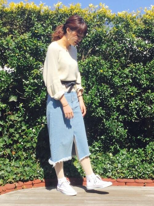 薄デニムスカート×レース柄ストッキングのコーデ画像