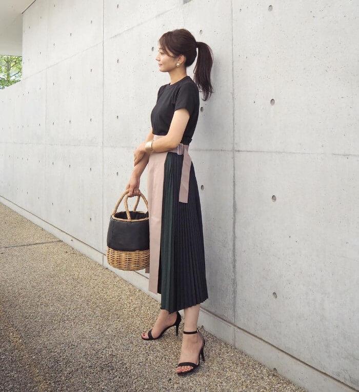 デザイン性の高いスカートで差をつけたコーデ画像