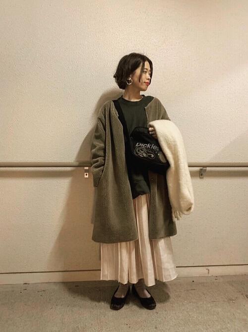 ロング丈ムートンコート×マキシ丈スカートのコーデ画像