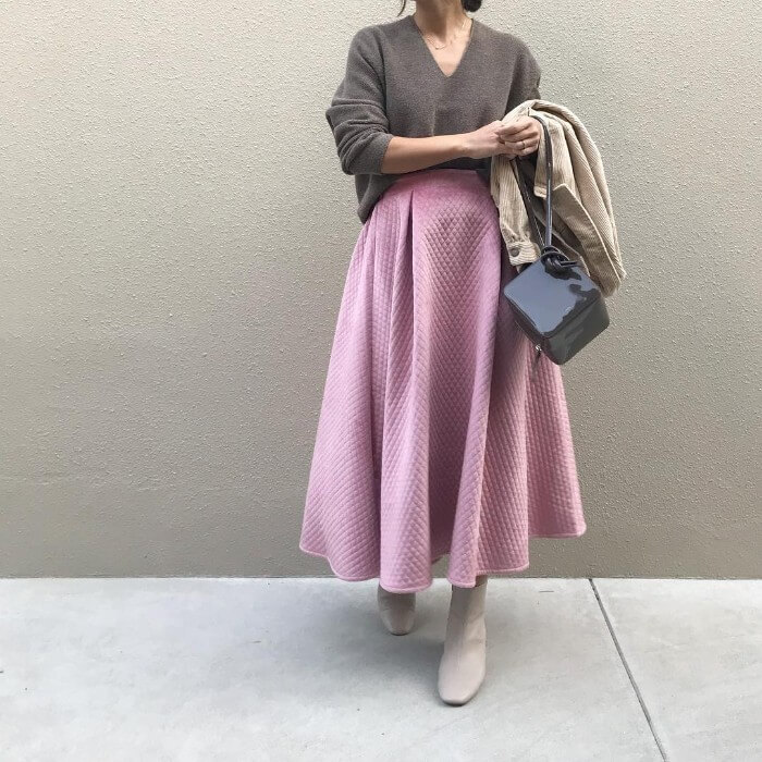 コーデュロイジャケット×ピンクキルティングロングスカート