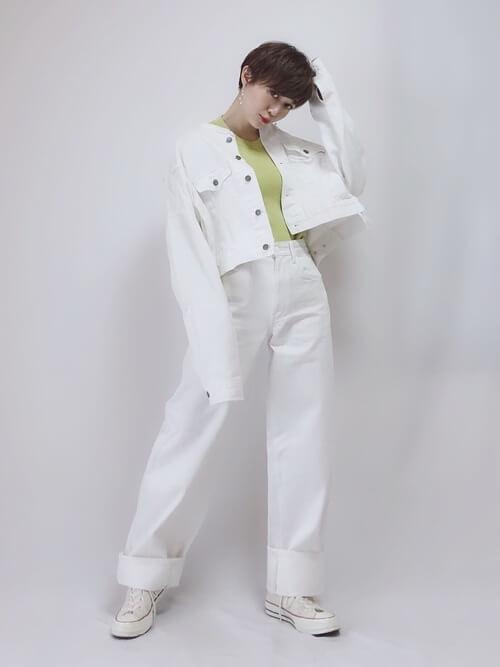 白デニムジャケットのセットアップの画像