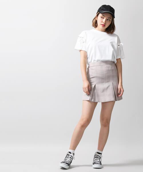 Tシャツ×サイドボックスミニスカートのコーデ画像