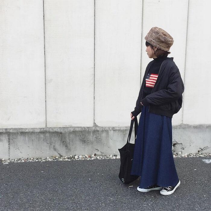 マキシ丈デニムスカート×ファー小物のコーデ画像