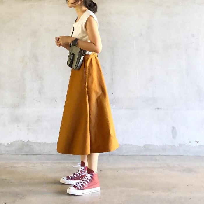 スカートのカラーとグラデーションを作ったコーデ画像