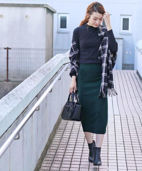 グリーンのスウェットロングスカートのコーデ画像