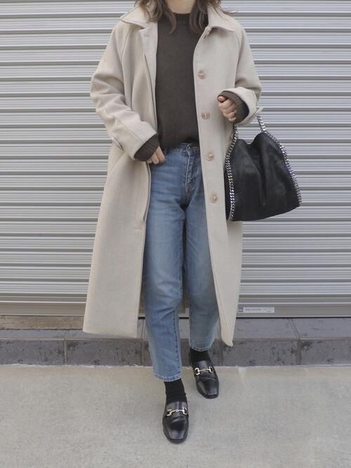 黒ビットローファー×黒靴下×デニムの靴下コーデ画像