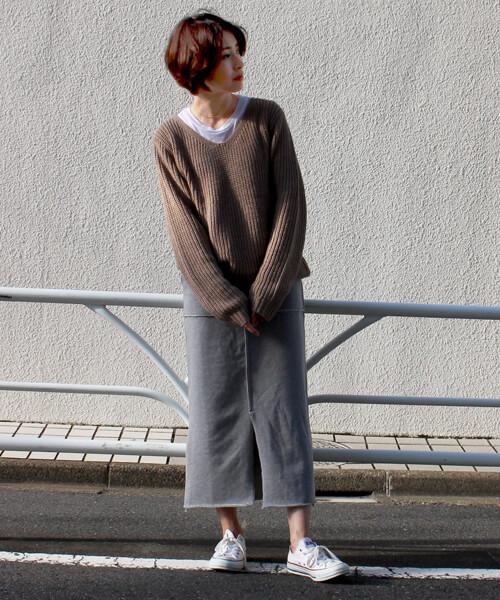 スウェットロングスカート×ざっくりニットのコーデ画像