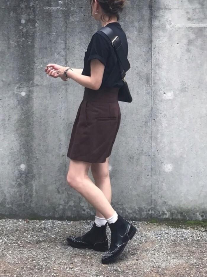 黒×ブラウンのダークトーンコーデ画像