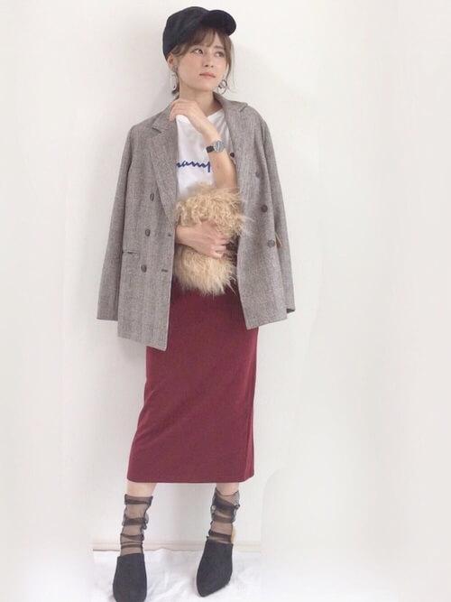 ジャケット×タイトスカート×黒シースルーソックスのコーデ画像