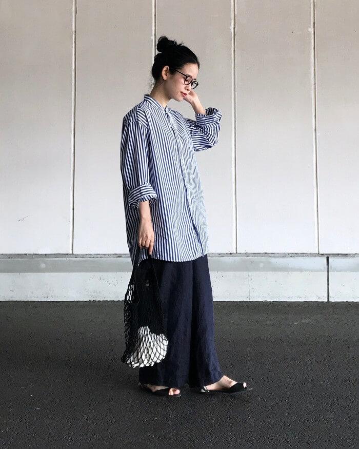 ワイドパンツとビッグサイズのシャツのマスキュリンコーデ画像
